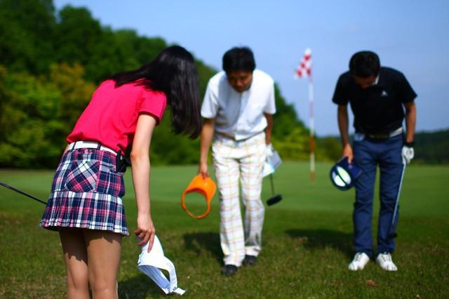 画像: 初対面でもゴルフを通じて知り合うと、あっという間に仲良くなれる