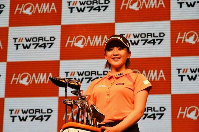 画像: 発表会に登場した永井花奈。デモンストレーションではトラックマン計測でヘッドスピード40.7m/s、飛距離249.6ヤードという凄まじい数字を叩き出していた