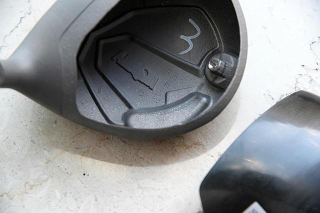 画像: TW747 455。ヘッド内部の後方ヒール寄りが肉厚になっている分、低・深重心化しているのがわかる。カーボンクラウンの恩恵だ