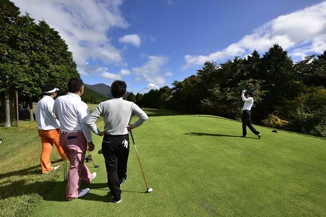画像: 雄大な景色の中で気のおけない仲間と1日かけて18ホールのプレーを楽しむ。これはゴルフの醍醐味だが、他の楽しみ方もあっていい