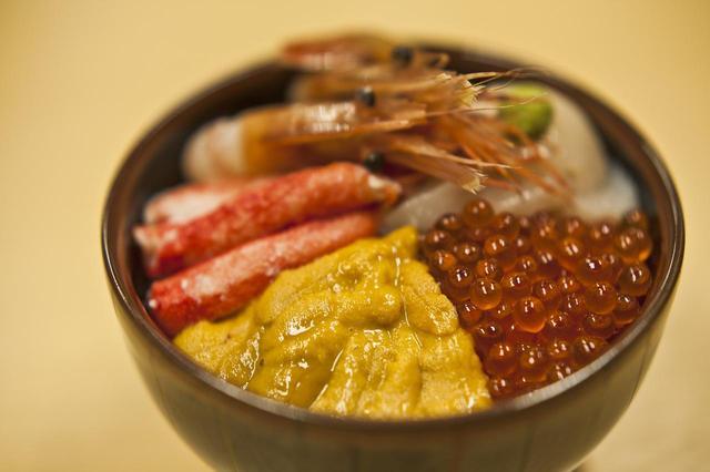画像: ラーメンもいいが、北海道といえばなんと言っても魚介類。楽しみはゴルフだけじゃない! (撮影/かとう晶)