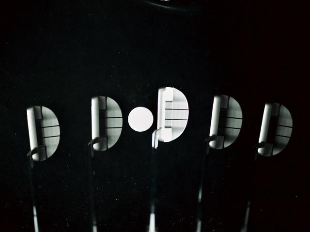 画像: 弧を描いてストロークするアークタイプにはフェースバランスのモデルは合いづらい(撮影/田中宏幸)