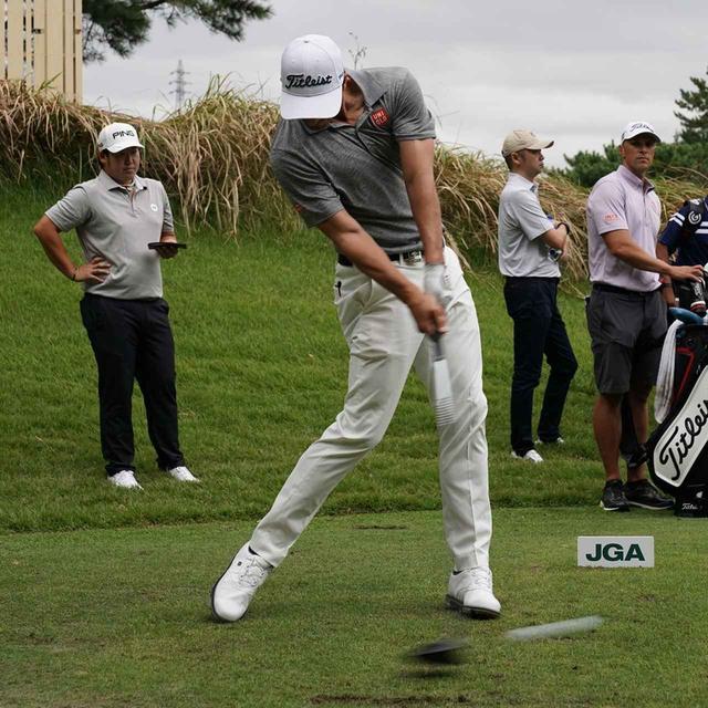 画像: 美しいスウィングを目指しているというアダム。他の選手たちがベストスウィンガーに彼の名を挙げるのも頷ける
