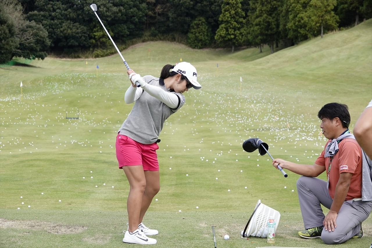 Images : 4番目の画像 - この精度、必見! 比嘉真美子の練習場スウィング連続写真 - みんなのゴルフダイジェスト
