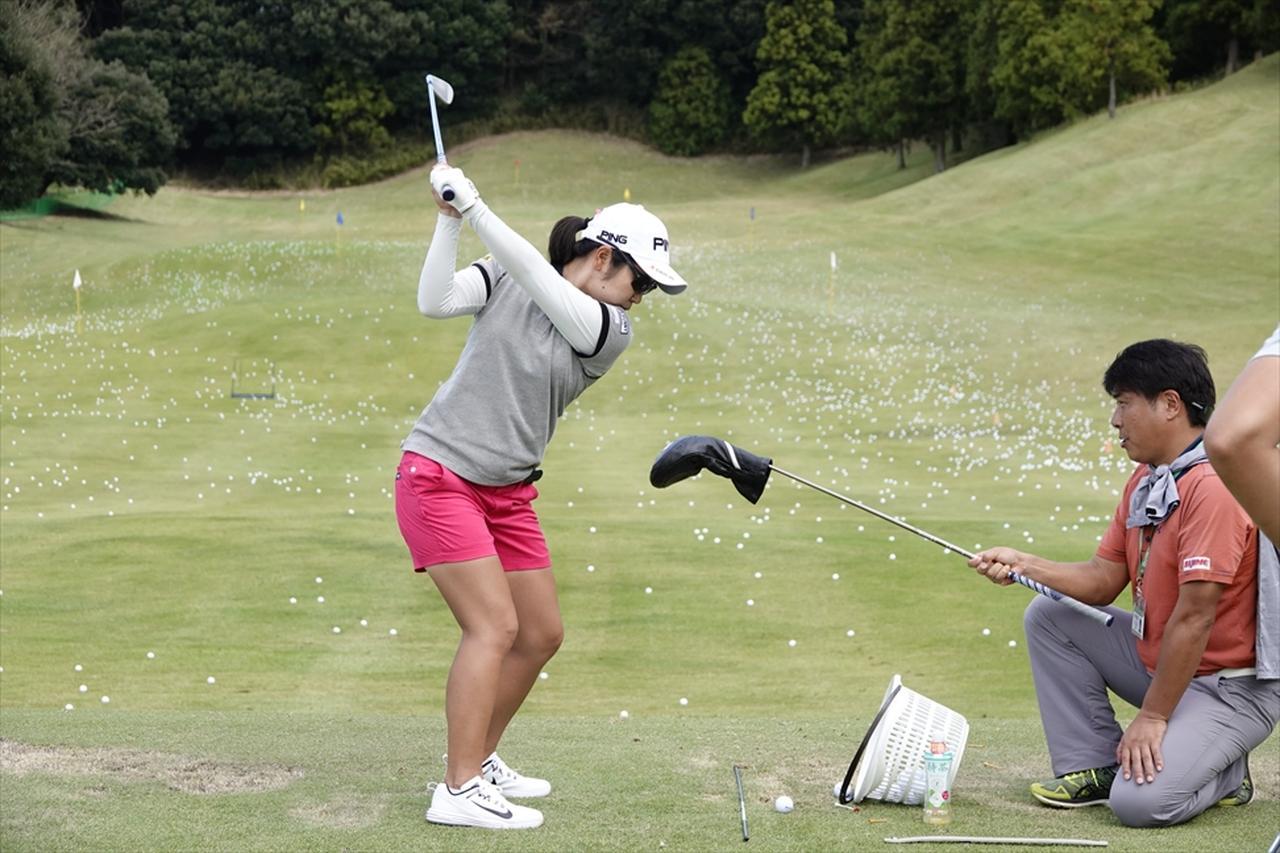 Images : 6番目の画像 - この精度、必見! 比嘉真美子の練習場スウィング連続写真 - みんなのゴルフダイジェスト