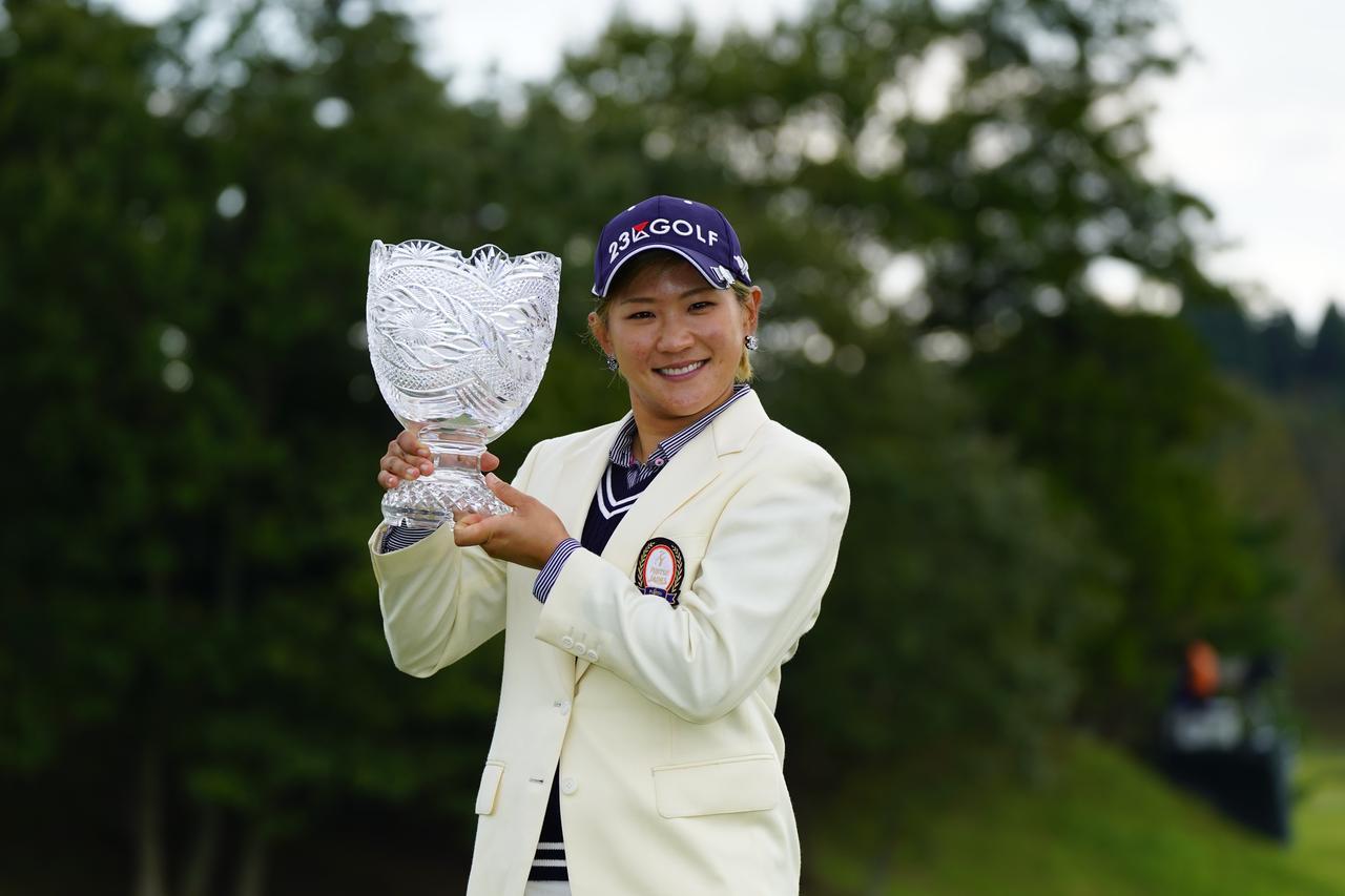 画像: 「富士通レディース」で今季3勝目を挙げた成田美寿々