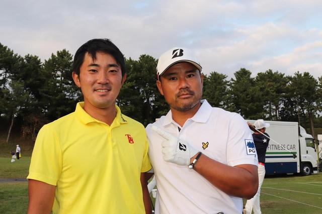 画像: 東北福祉大の大先輩・宮里優作(右)と金谷の2ショット。優作も近年は海外に積極的に参戦。日本のゴルファーのグローバルな活躍は、現在のナショナルチームメンバーの世代でさらに加速しそうだ