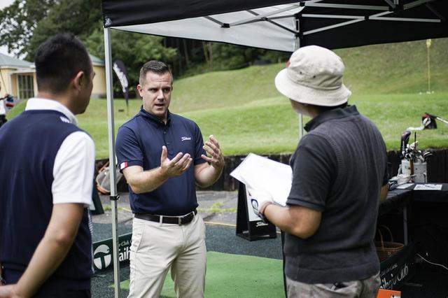 画像: タイトリストのボールフィッティング担当マイケル・リッチは「弾道測定器でデータを見ることも大事ですが、一番大切なのは飛んでいくボールを見ることです」と語る