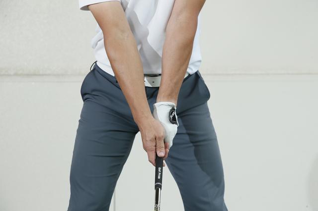 画像: 前腕と上腕にねじりを入れることで腕の張りが硬くなる