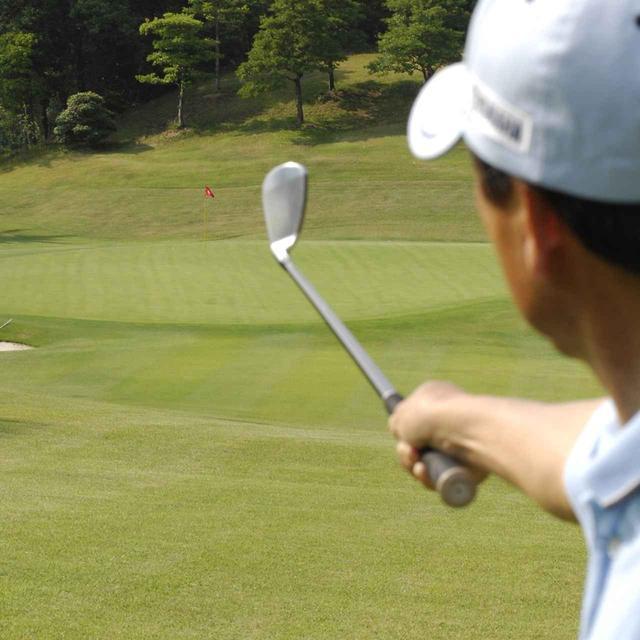 画像: 「必ずセンターを狙う」など、少しずつ自分のゴルフに制約を設けてみよう(写真はイメージ 撮影/増田保雄)