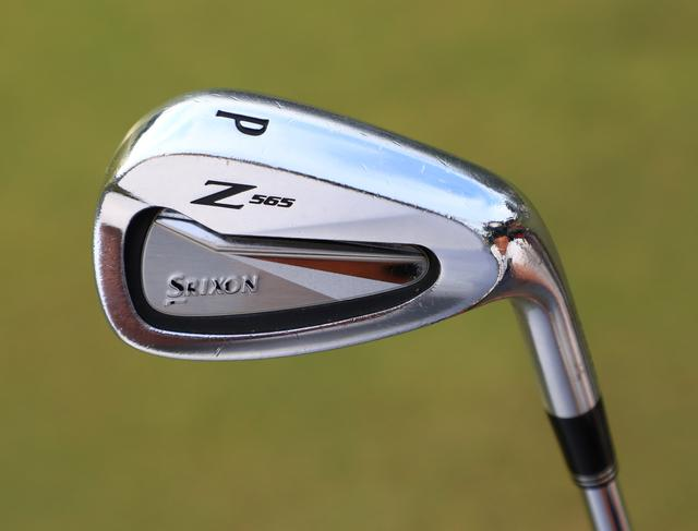 画像: PWだけはスリクソンのZ565を使用。「トップラインが薄めで小ぶり。スピンをかけやすい」(金田)