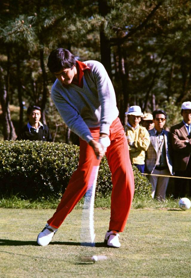 画像: 1970年代から80年代にかけてマスターズ2勝を含むメジャー5勝を挙げた名手・バレステロスの強烈なインパクト。見事にクラブが体の正面にある