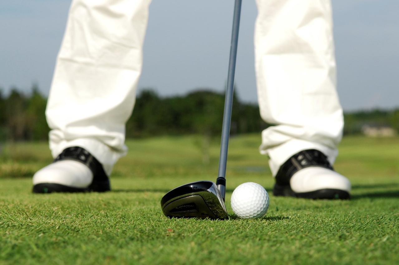 画像: 3番ウッドではなく5番ウッドを持つ。たったこれだけのことでも、ゴルフは変わる