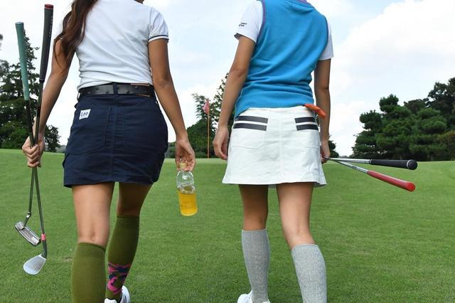 画像: ゴルフ女子は次の日のウェアのコーディネートに気合いを入れている。「前回と同じ服だね」はNGワードなので要注意(撮影/増田保雄)