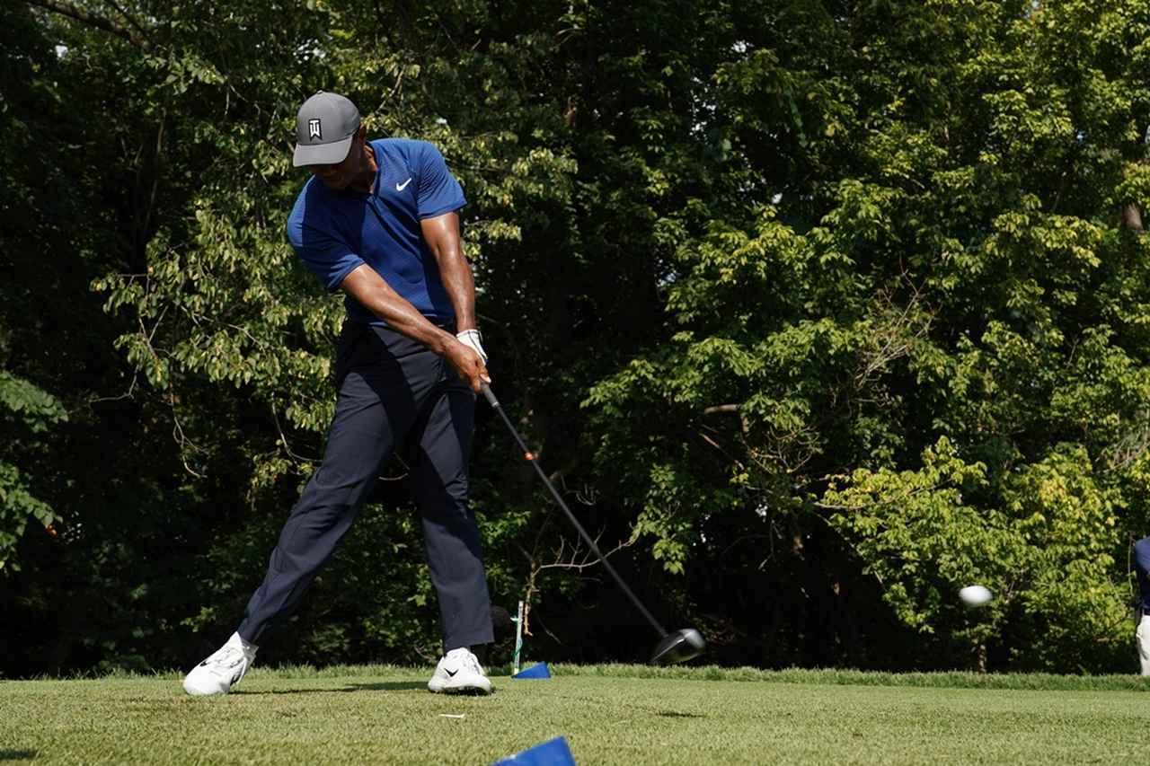 画像: タイガーのスウィングも地面反力を利用している(写真は2018年の全米プロゴルフ選手権 撮影/姉崎正)