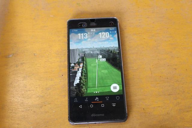画像: 無料の専用アプリを使って、自分のスマホ、タブレットでデータを確認できる。「フルヤゴルフレンジ」では、タブレットの貸し出しも行っている。