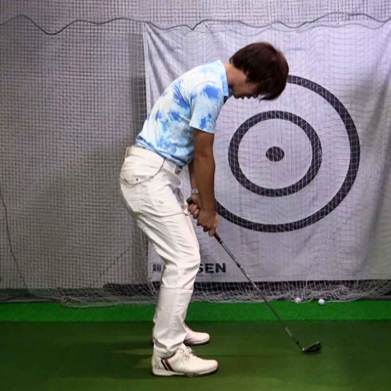 画像: 画像2。ボールを見ようとして頭が下を向いてしまっている