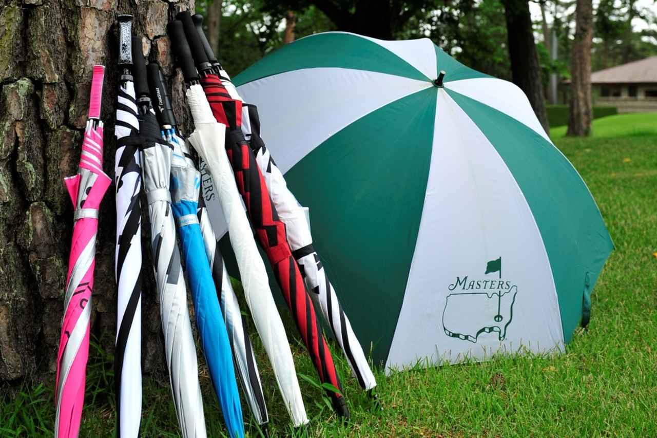 画像: 雨の日だってゴルフを楽しむ。ハンディは生まれながらに決まっているならば、上達に汲々とするよりも、楽しむのが吉……(撮影/有原裕晶)