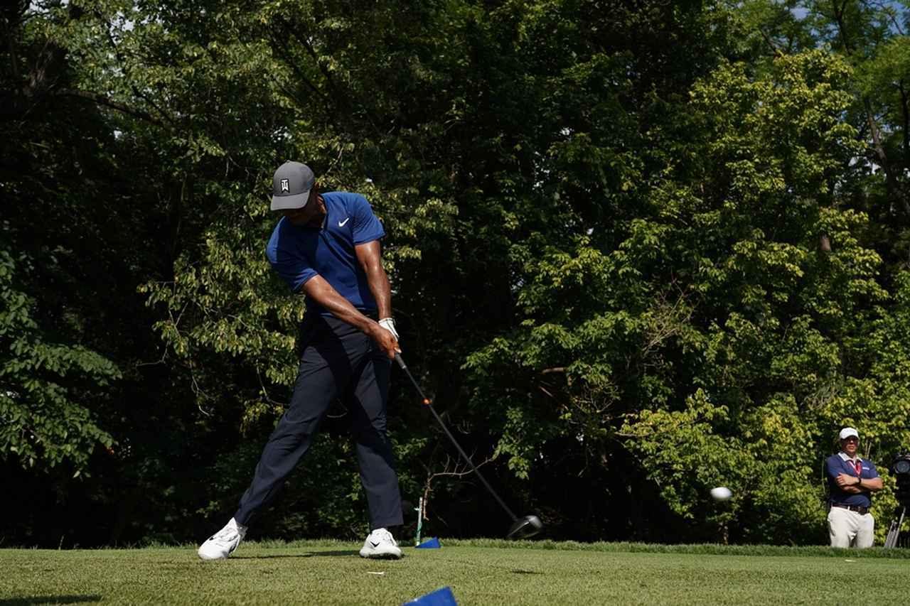 画像: タイガー・ウッズをはじめ、PGAツアープロたちも右肩は下がる(写真は2018年の全米プロゴルフ選手権 撮影/姉崎正)
