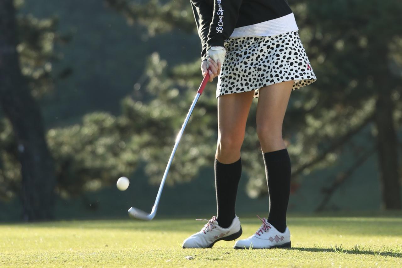 画像: アイアンが上手く打てたときの「ナイスショ!」の声はゴルフ女子にとって嬉しいものです