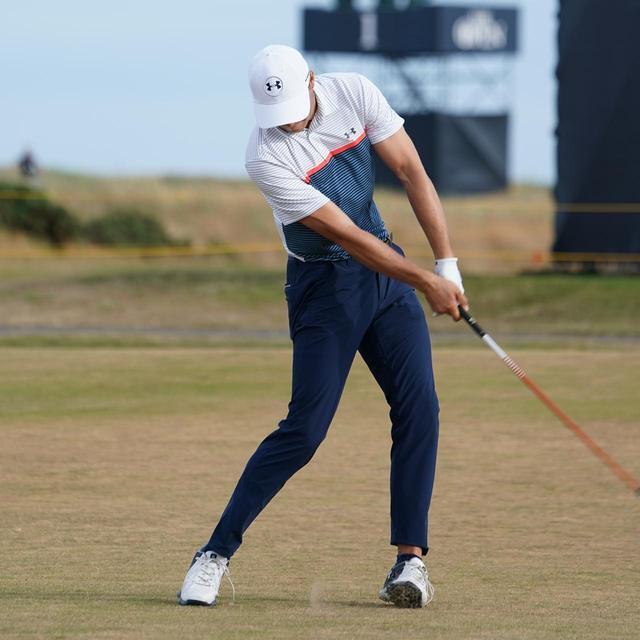 画像: PGAツアーのトッププロ、ジョーダン・スピースもインパクト以降で左わきが開いている(写真は2018年の全英オープン練習日)
