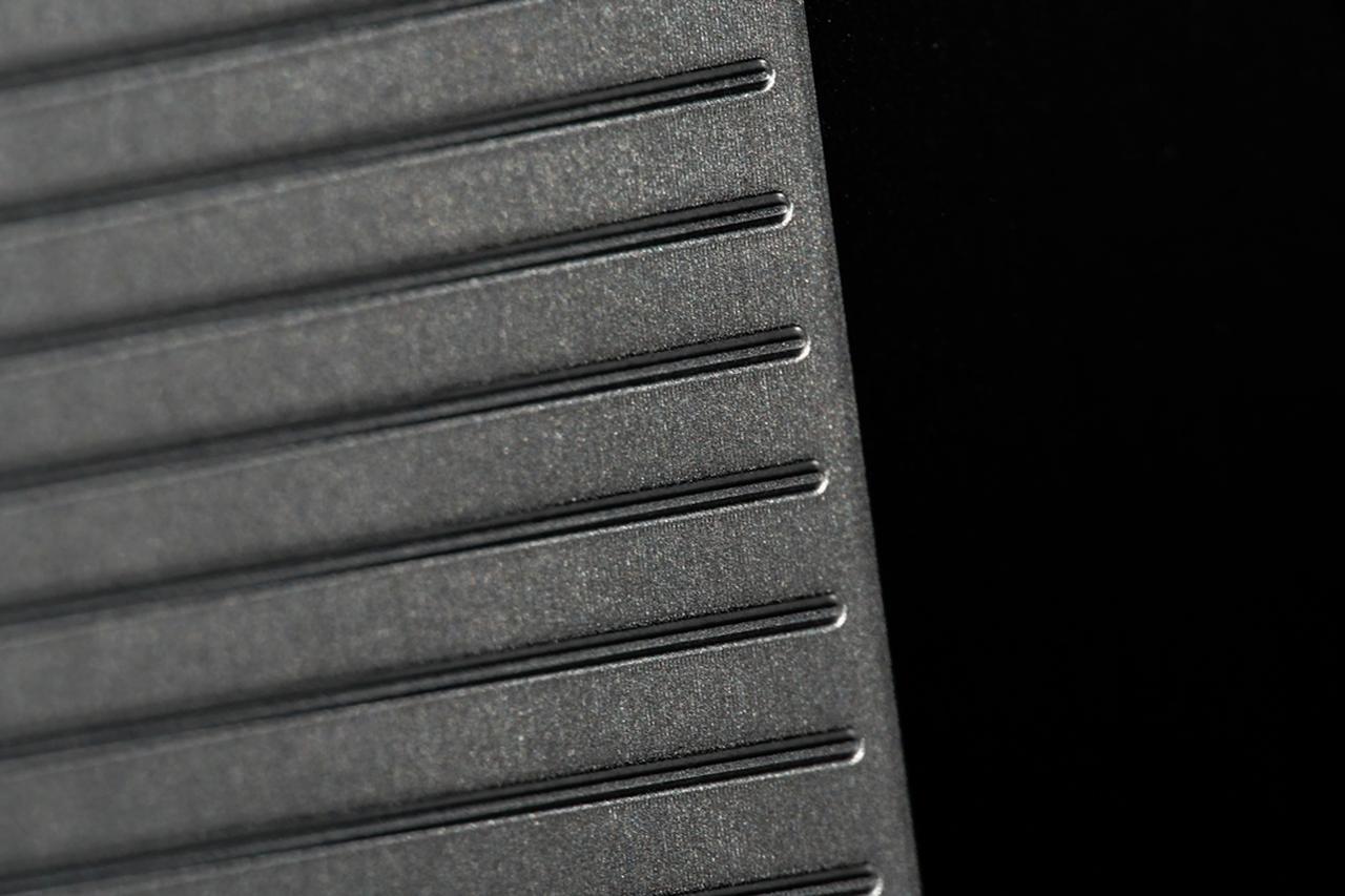 画像: フェース面の平面精度を極限まで高めたフォーティーンこだわりの「鏡面ミーリングフェース」にルールギリギリの溝形状を採用して高いスピン性能を実現