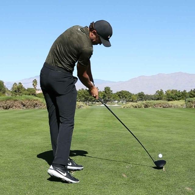 画像: チャンプは腕とクラブが作る角度は150度でインパクトできている。(撮影/田辺安啓)