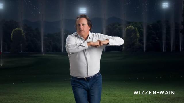 画像: シャツのCMで披露した切れ味鋭いダンスも話題に(画像はYouTubeの画面キャプチャ) www.youtube.com