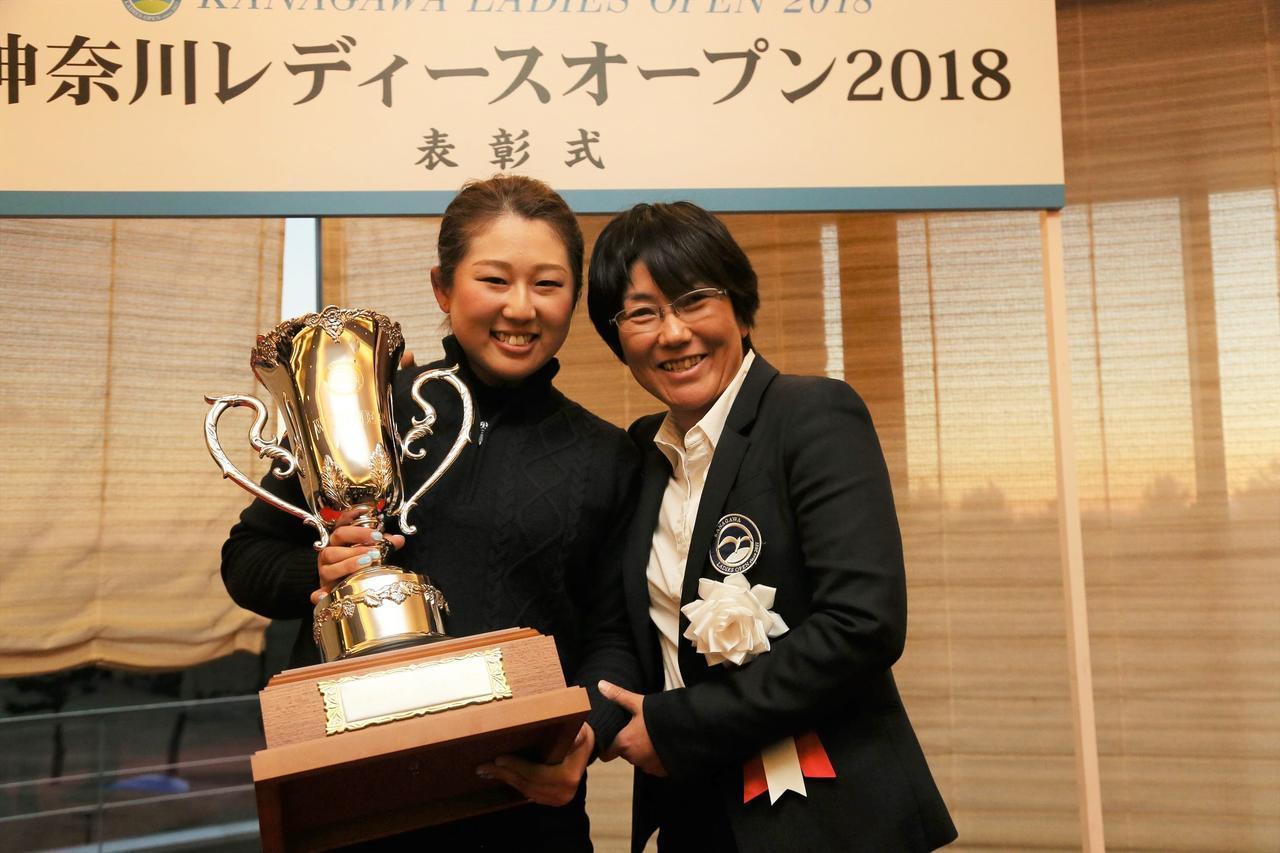 画像: 2018年大会優勝の照山亜寿美(左)と祖父江歩(右)