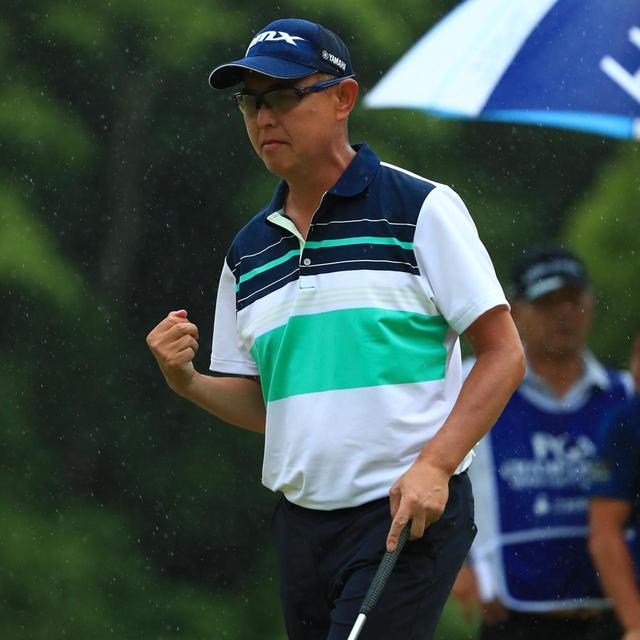 画像: 5メートルのパーパットを決め、ガッツポーズを取る谷口徹(写真は2018年の日本プロゴルフ選手権 撮影/谷口徹)
