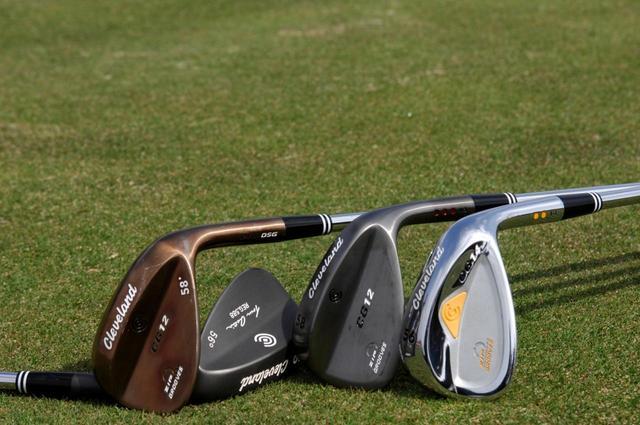 画像: スタート前の練習はSWで体をほぐしてウォーミングアップするのが「先発完投型」のゴルフにいい