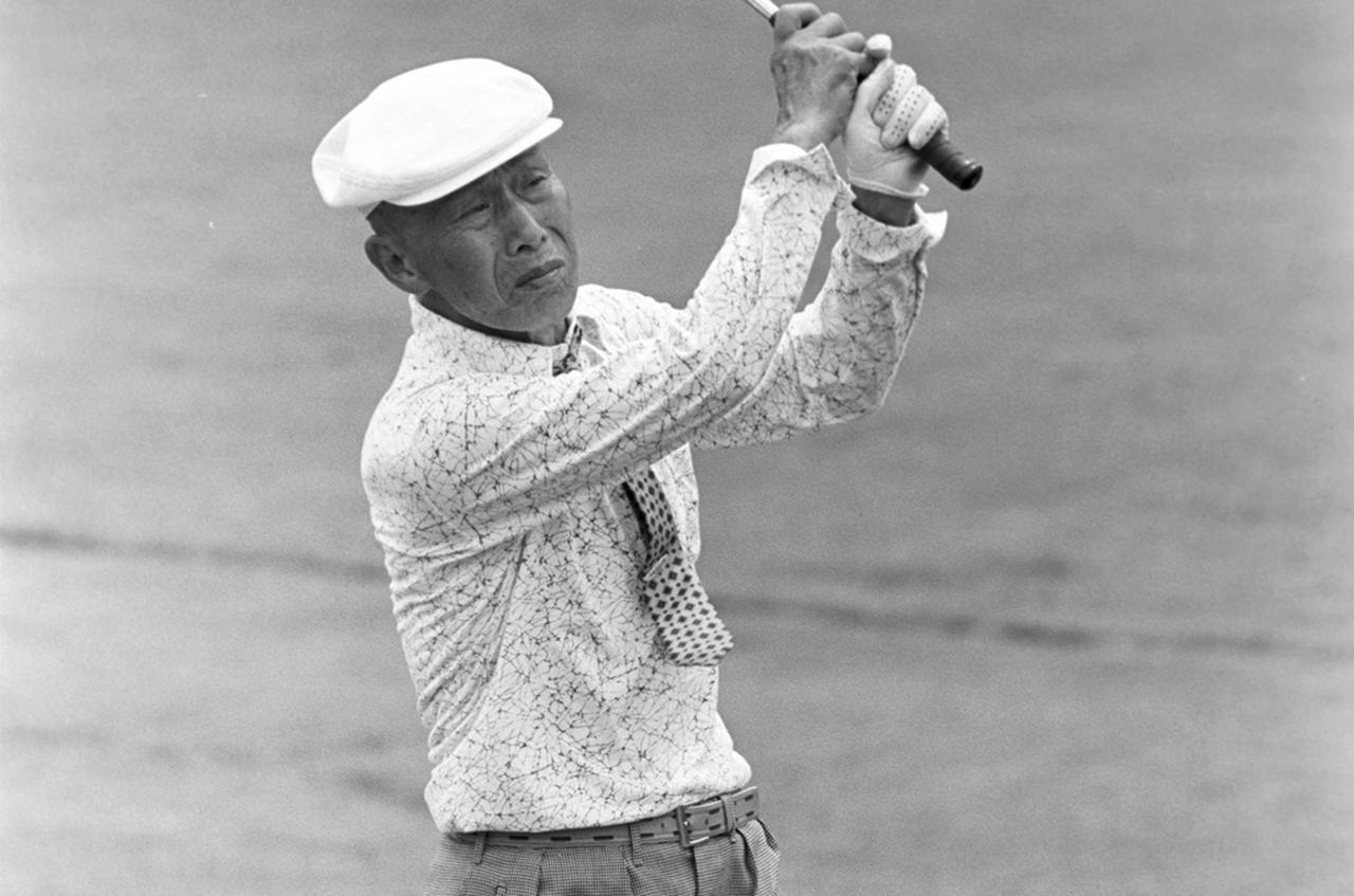 画像: 第1回日本プロゴルフ選手権の優勝者であり、2018年現在、歴代最多となる日本オープン6勝の記録を持つ宮本留吉(写真は1977年の日本プロゴルフシニア選手権)