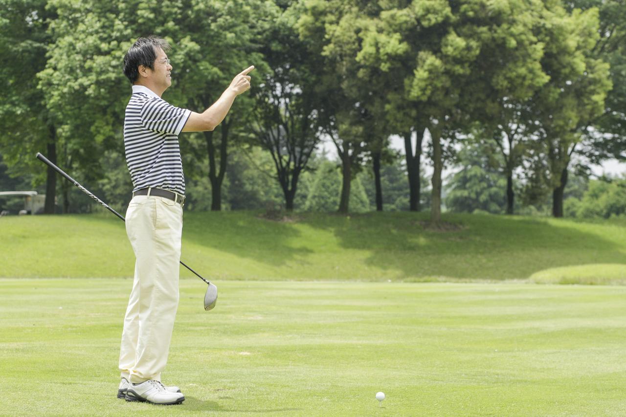 画像: ボールだけを見るのではなく景色を見たり、イメージの中でボールを動かしたりすると、ナチュラルな動きになりやすい