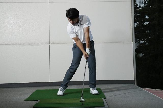 画像: インパクトでは左肩を構えた時の位置でキープしよう