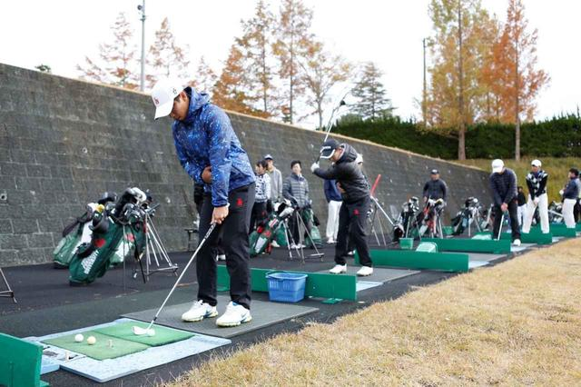 画像: 打ちっぱなしの練習場以外にもアプローチ練習場、パッティンググリーンなど設備が整っている(撮影/渡辺塁)