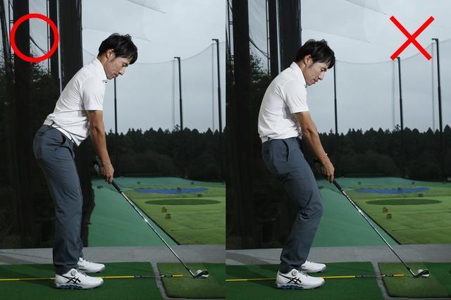 画像: 股関節に棒を当ててまずお辞儀。お尻が下に落ちないように、ひざはゆるめる程度でオッケー。腕をダランと垂らしたところでクラブを持とう