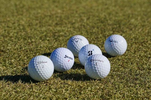 """画像: どのボールが飛ぶ?ではなく、どのボールが寄せやすい? そんな視点でボールを選ぶと意外に簡単に""""エース球""""は決められる。"""