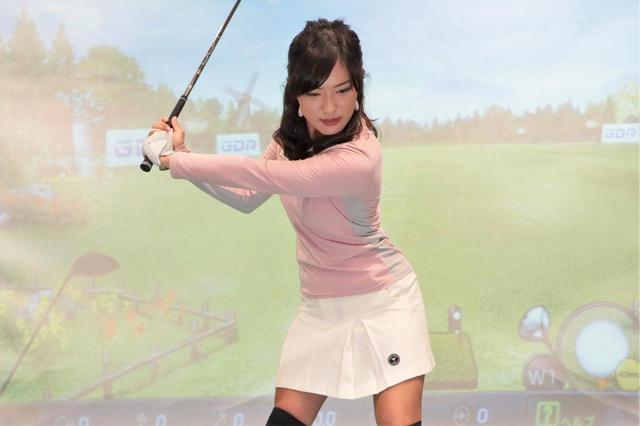 画像: 「トップのカタチ、まったく意識してません」飛ばし美女・小澤美奈瀬が教える、飛距離アップの切り返し - みんなのゴルフダイジェスト