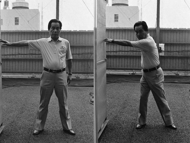 画像: この体操でバックスウィングからトップまでの腰と肩の正しい回し方が身に付く
