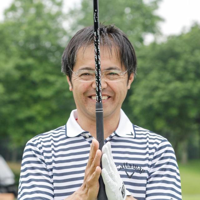 画像: 両手で握るグリップも「中心感覚」をとることが必要になると増田プロはいう