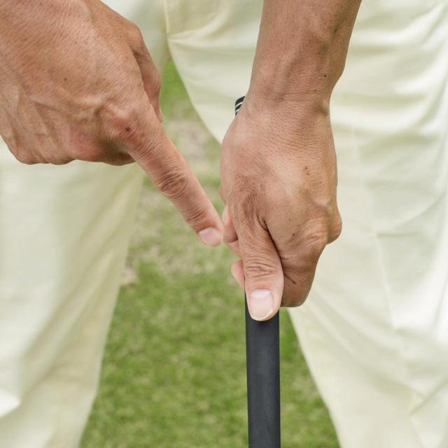 画像: 手の「はら」で握ると、自然なストロンググリップになる
