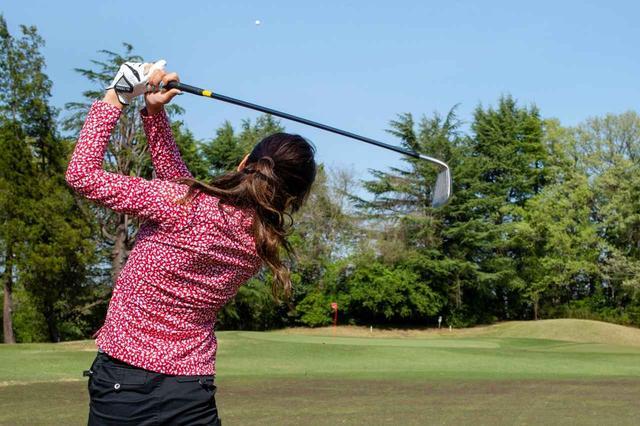 """画像: ゴルフしか考えられない、ゴルフ女子""""ガチ勢""""はあなたの周りにもいるかも……?(撮影/ 阪上恭史)"""