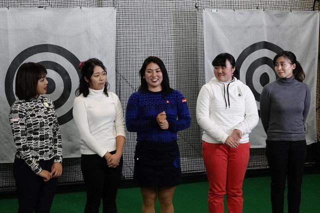 画像: 井上が指導する女子プロたち。左から幡野夏生、小竹莉乃、乗富結、河野杏奈、中島世衣良
