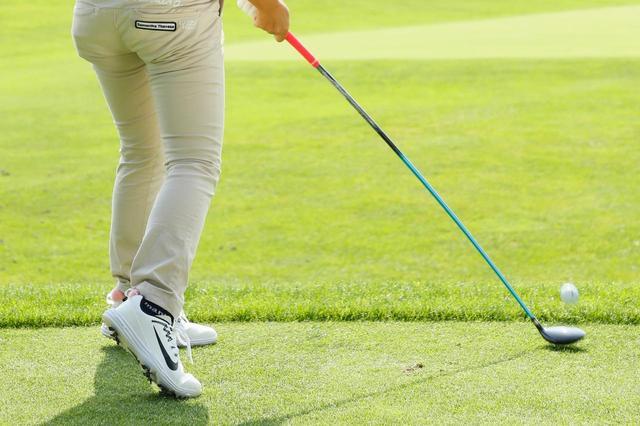 """画像: アマの宿敵「待ちチョロ」どう防ぐ!? 女子プロに学ぶ、""""待ち""""の時間の過ごし方 - みんなのゴルフダイジェスト"""