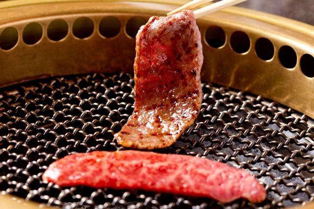 画像: 男女を問わずみんな大好き・焼き肉。プロのパワーの源だ(写真はイメージ 撮影/村上悦子)