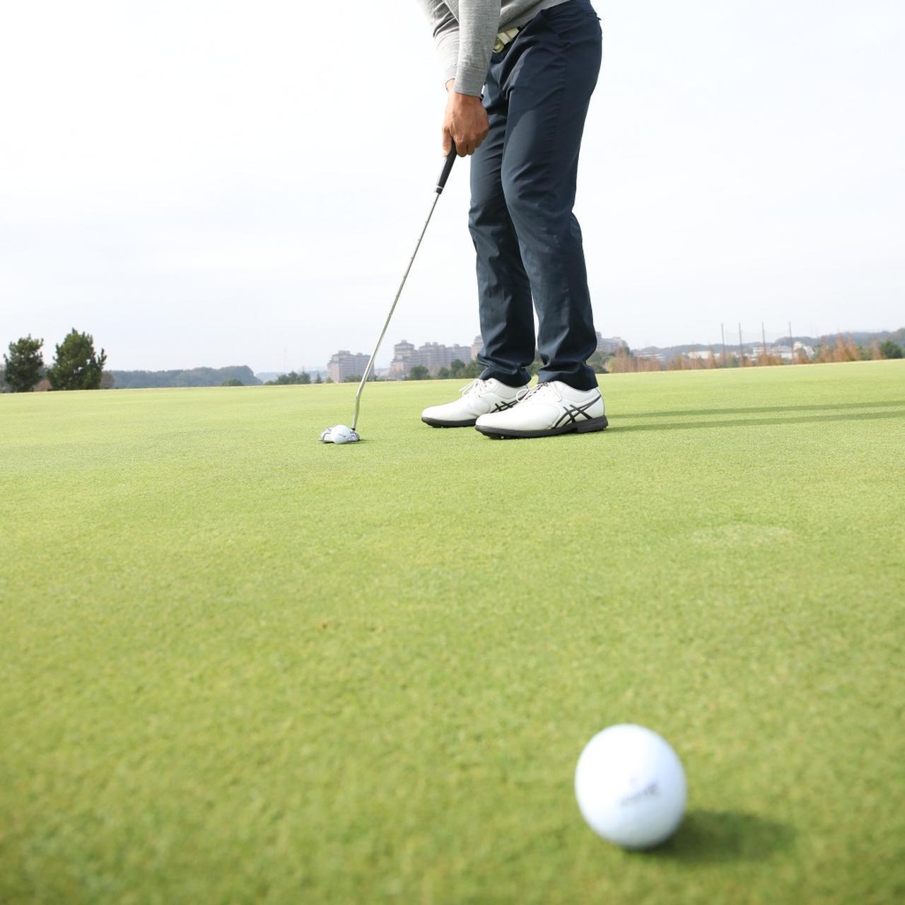 画像: マッチプレーにおいて、カップと自分のボールの間に、相手競技者のボールがある状態。それが元々の「スタイミー」の意味だった(撮影/姉崎正)