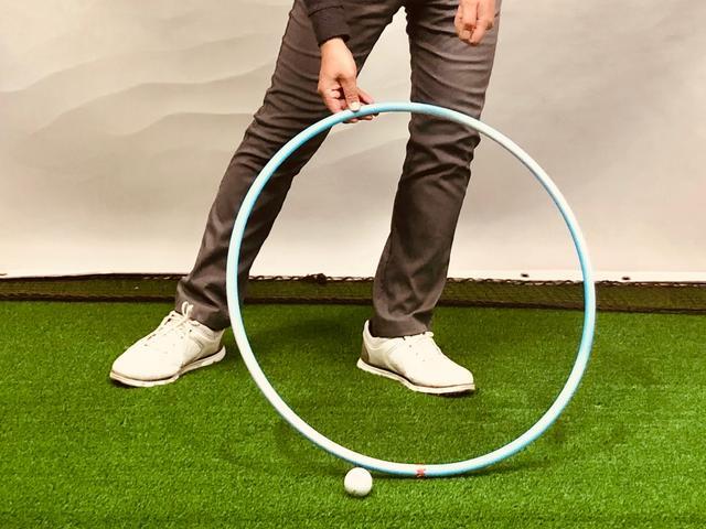 画像: (写真3)ニュートラルな軌道でボールの先にローポイント(最下点)がくるようにコントロールしたい