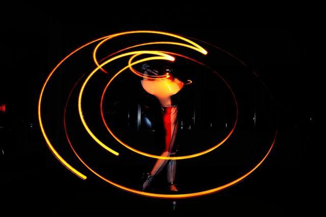 画像: スウィング軌道の「最下点(ローポイント)」がどこに来るかを知ることが大切だと宮崎は言う(撮影/有原裕晶)
