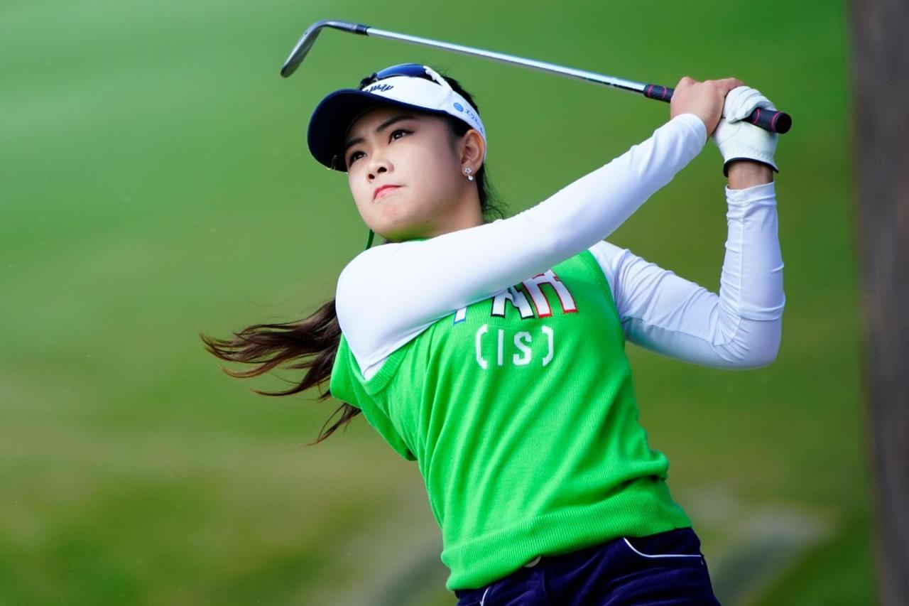 画像: 大学を通いながら女子プロゴルファーとして活躍できる姿を証明したいという強い想いがあったという(写真は2018年の三菱電機レディス 撮影/岡沢裕行)