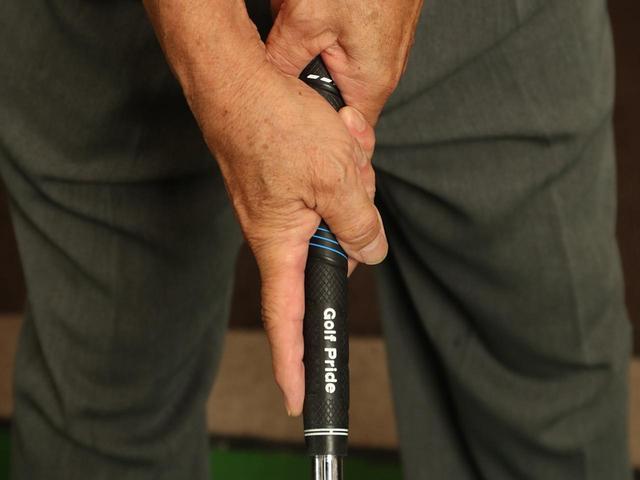 画像: 人差し指には、人の意志が伝わりやすく、しかも何かを指さすのに用いるという、他の指とは異なる特性がある。これはゴルフに活用できる